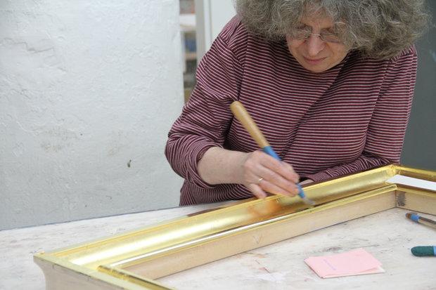 Yelena Burnishing Frame